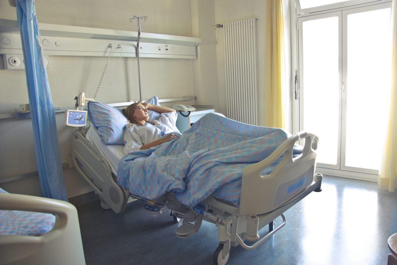 การดูแลผู้ป่วยติดเตียงโดยทำกายภาพบำบัด